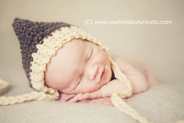 best newborn photographer in olathe, overland park, kansas city, leawood, kid photographer, portrait photographer, newborn photo session